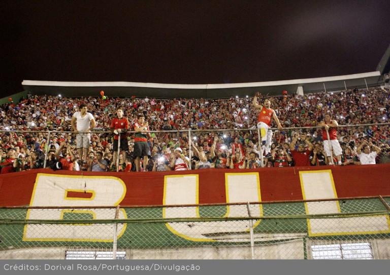 O tradicional clube paulistano sofre com seguidas quedas de divisão e luta para continuar na ativa.