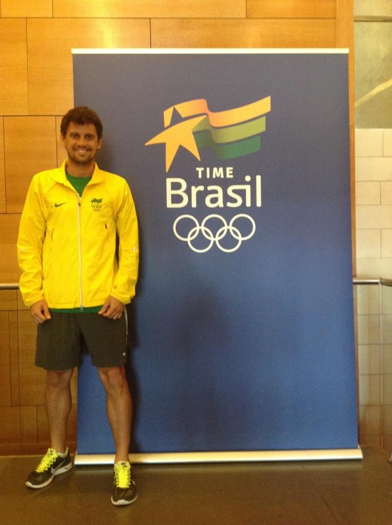 Victor Hugo representando o Brasil na análise de performance dos Jogos Sul-Americanos. Crédito: Arquivo Pessoal