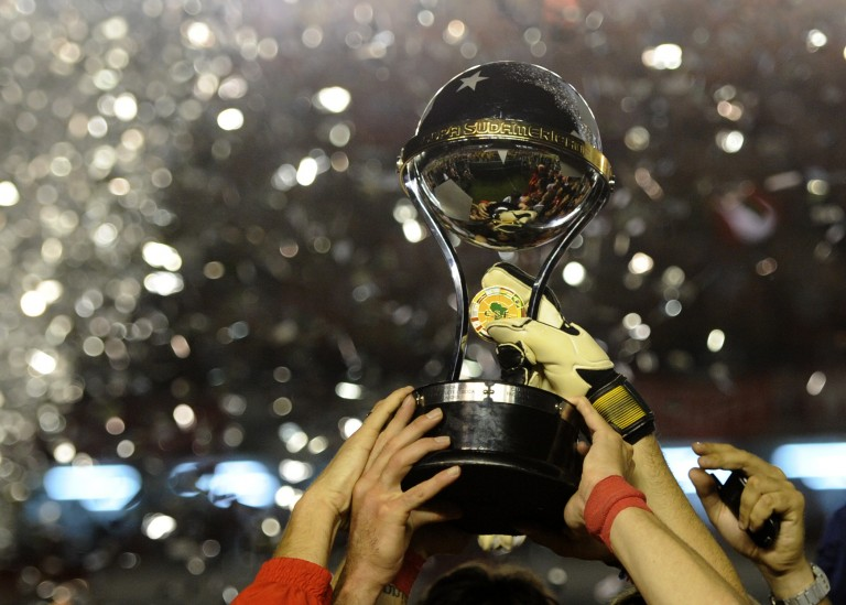 Argentina's Independiente footballers hold the Copa Sudamericana 2010 trophy after defeating Brazil's Goias their final football match at Libertadores de America stadium in Avellaneda, Buenos Aires, Argentina, on December 9, 2010. AFP PHOTO / Juan Mabromata (Photo credit should read JUAN MABROMATA/AFP/Getty Images)